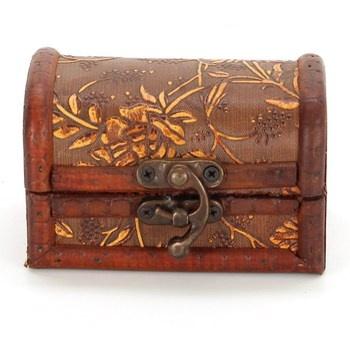 Dřevěná šperkovnice s kovovým kováním
