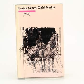 Kniha Zlodej broskýň Emilian Stanev
