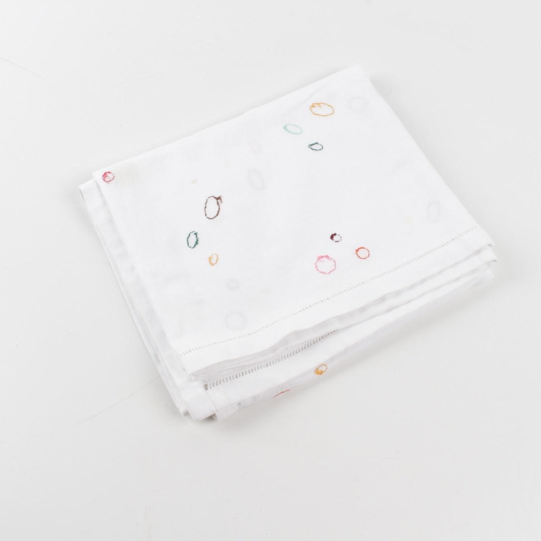 Látkový ubrus bílý s výšivkami 122x105 cm