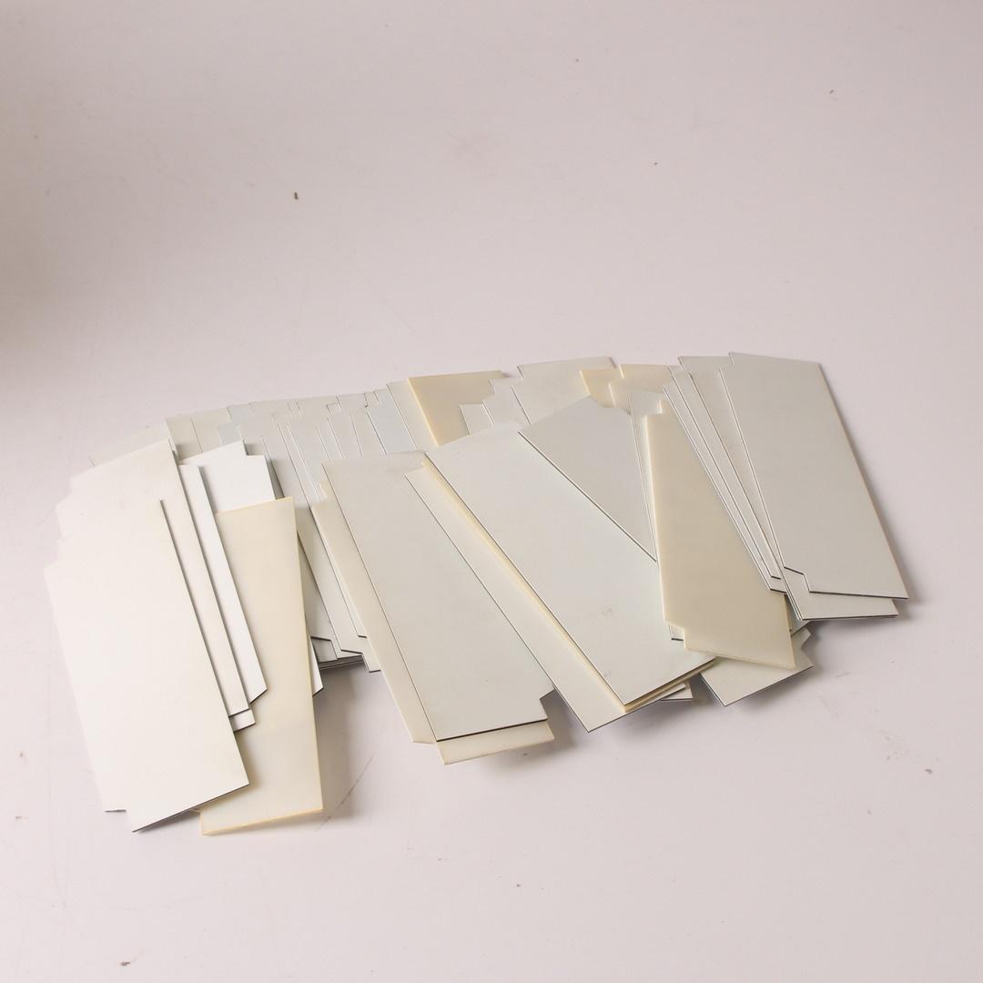 Štítky bílé barvy