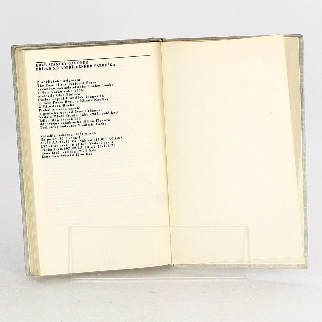 Kniha Případ křivopřísežného papouška