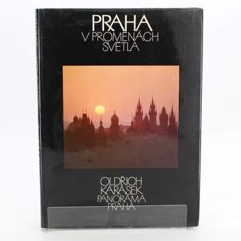 Kniha PRAHA V PROMĚNÁCH SVĚTLA