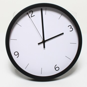 Nástěnné hodiny Amazon Basics 1013741-040