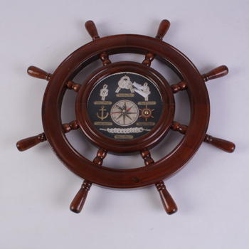 Dekorativní hodiny ve tvaru kormidla