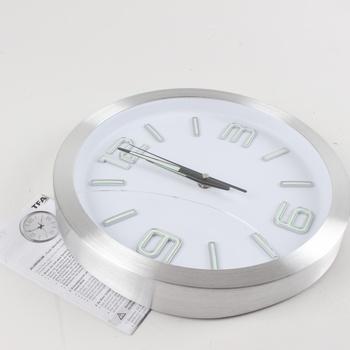Nástěnné hodiny TFA kartáčovaný hliník