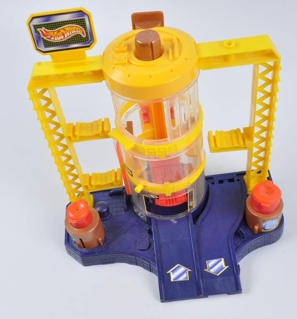 Autodráha Mattel HotWheels s garáží