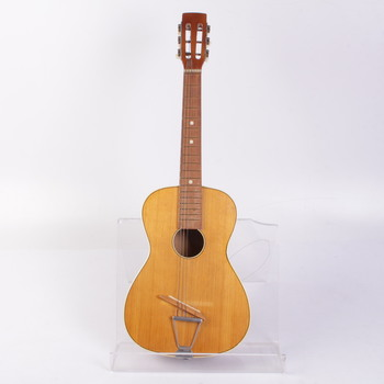 Akustická kytara světle hnědá
