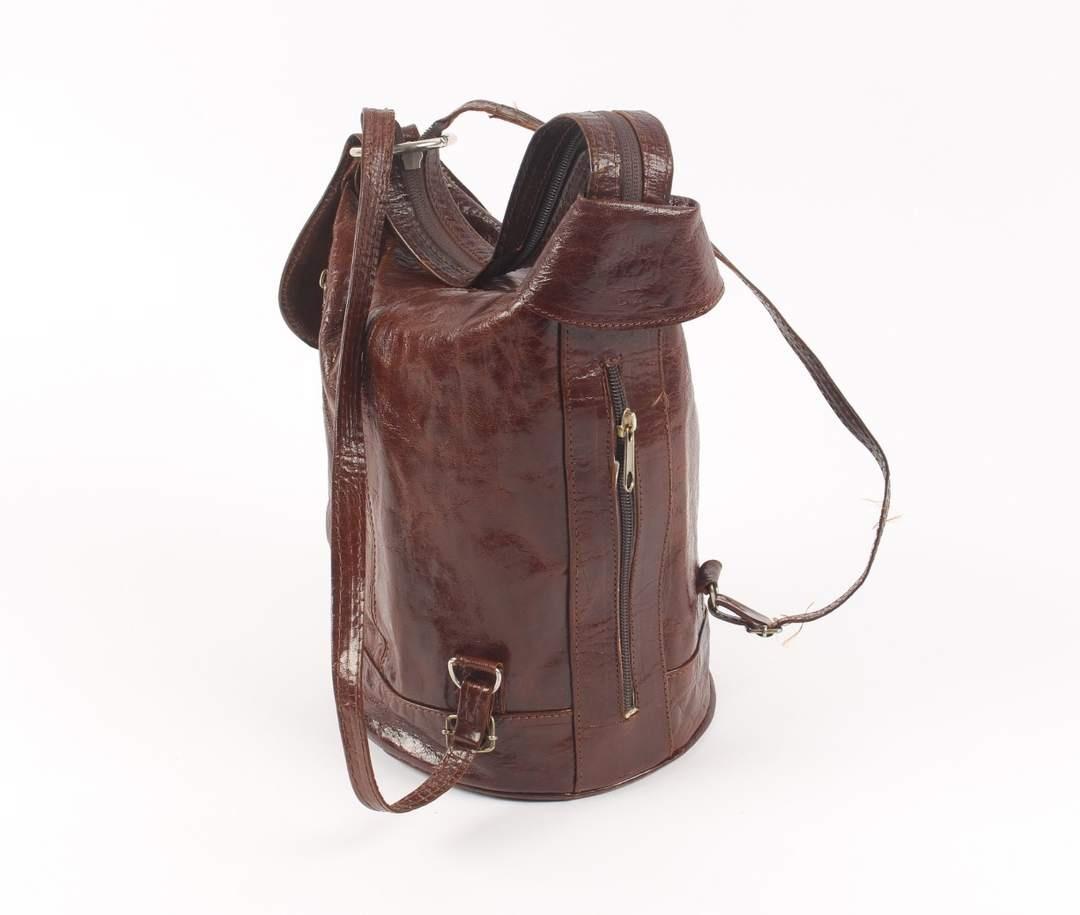 Dámská kabelka v hnědé barvě