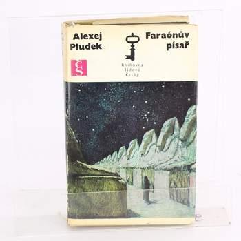 Román Faraónův písař Alexej Pludek