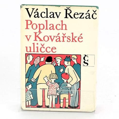 Kniha Václav Řezáč: Poplach v Kovářské uličce