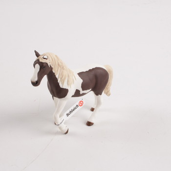 Koník Schleich hnědo bílé barvy 13830