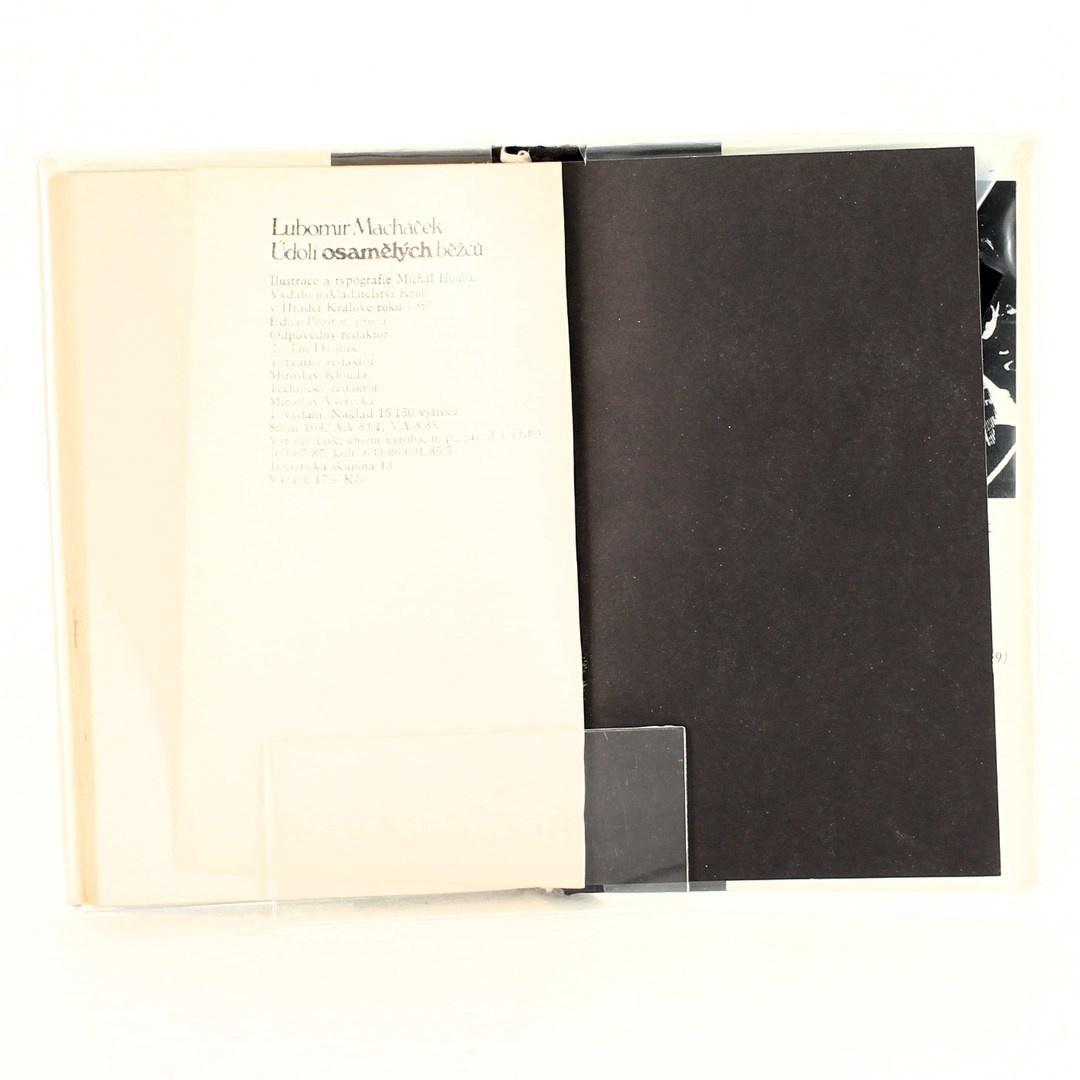 Kniha Údolí osamělých běžců