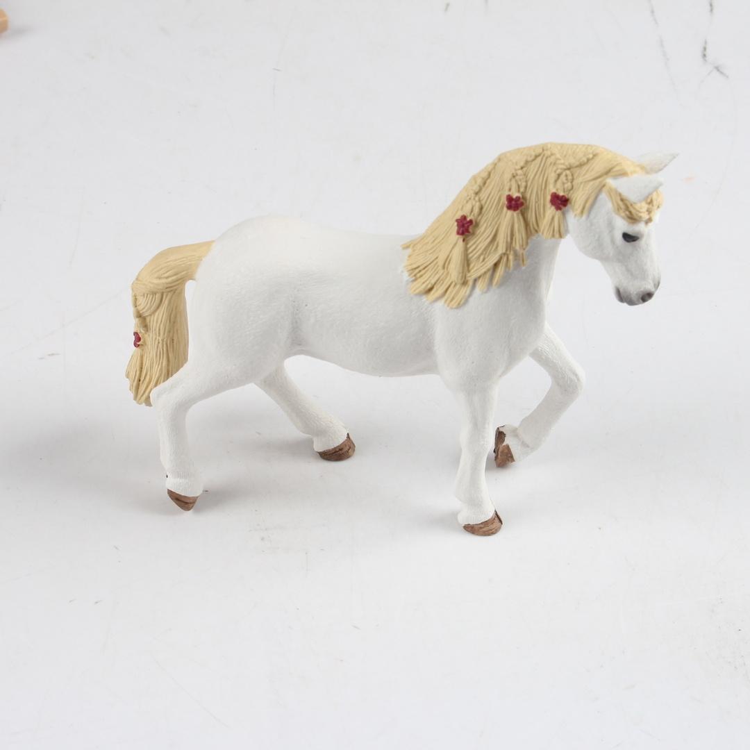 Kůň Schleich Horse Club 42415 s maringotkou