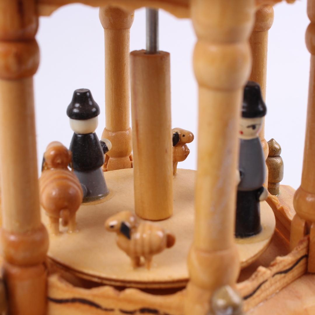 Otočný betlém dřevěný barevný