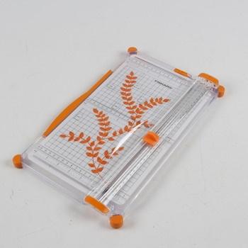 Řezačka papíru Fiskars pro přesné řezy