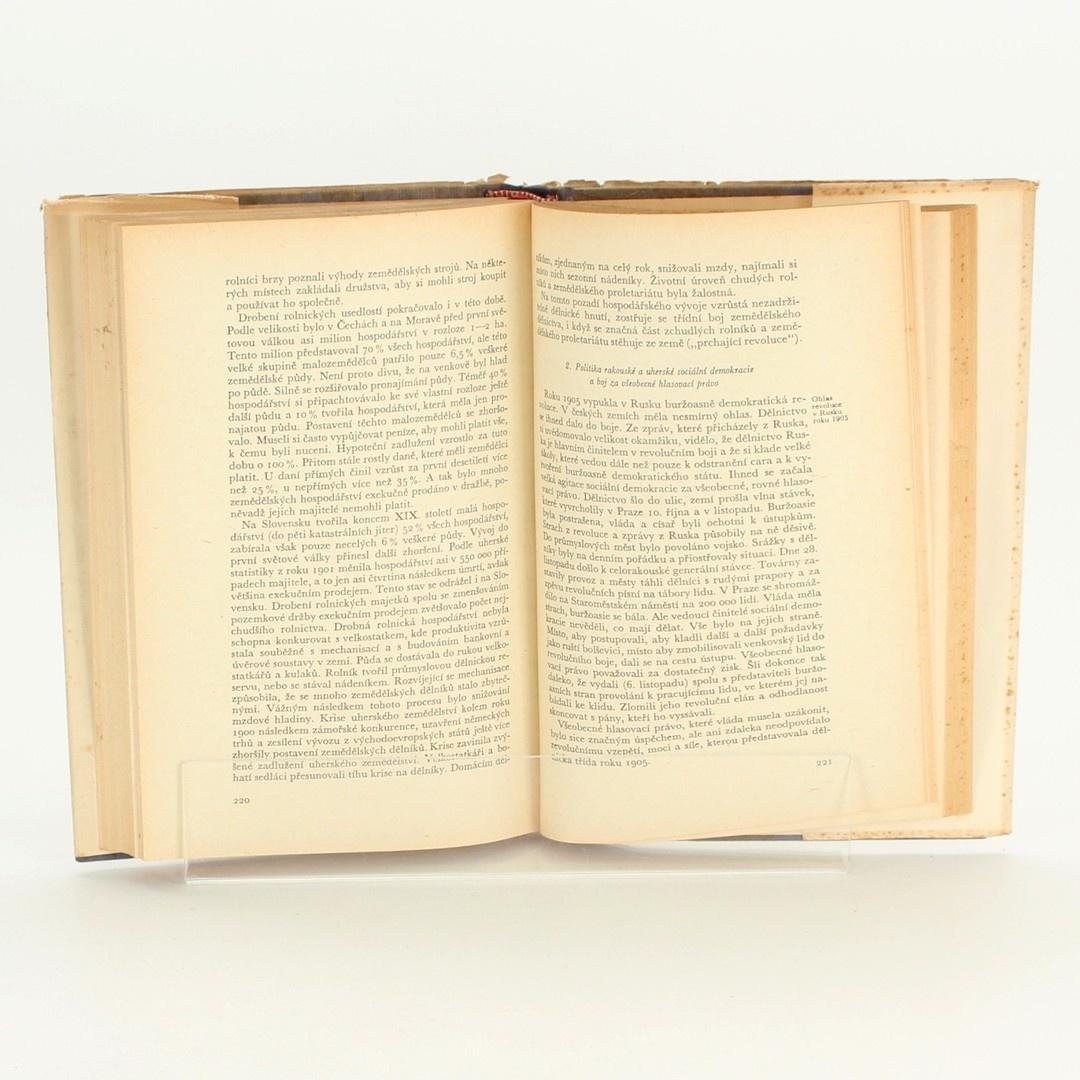 Kniha Dějiny ČSR  kolektiv autorů