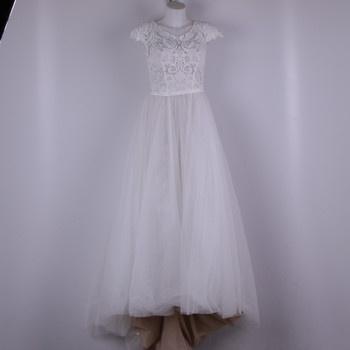 Svatební šaty s růžovým podkladem