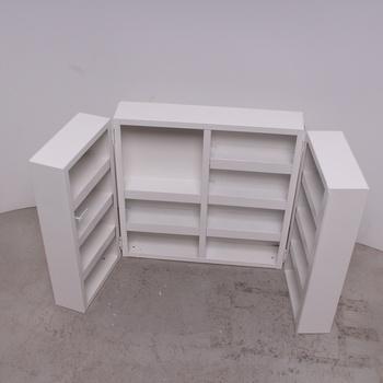 Bílá skříň značky TAUMEDIPLAST