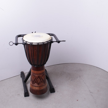 Bubínek na stojanu hnědý zdobený
