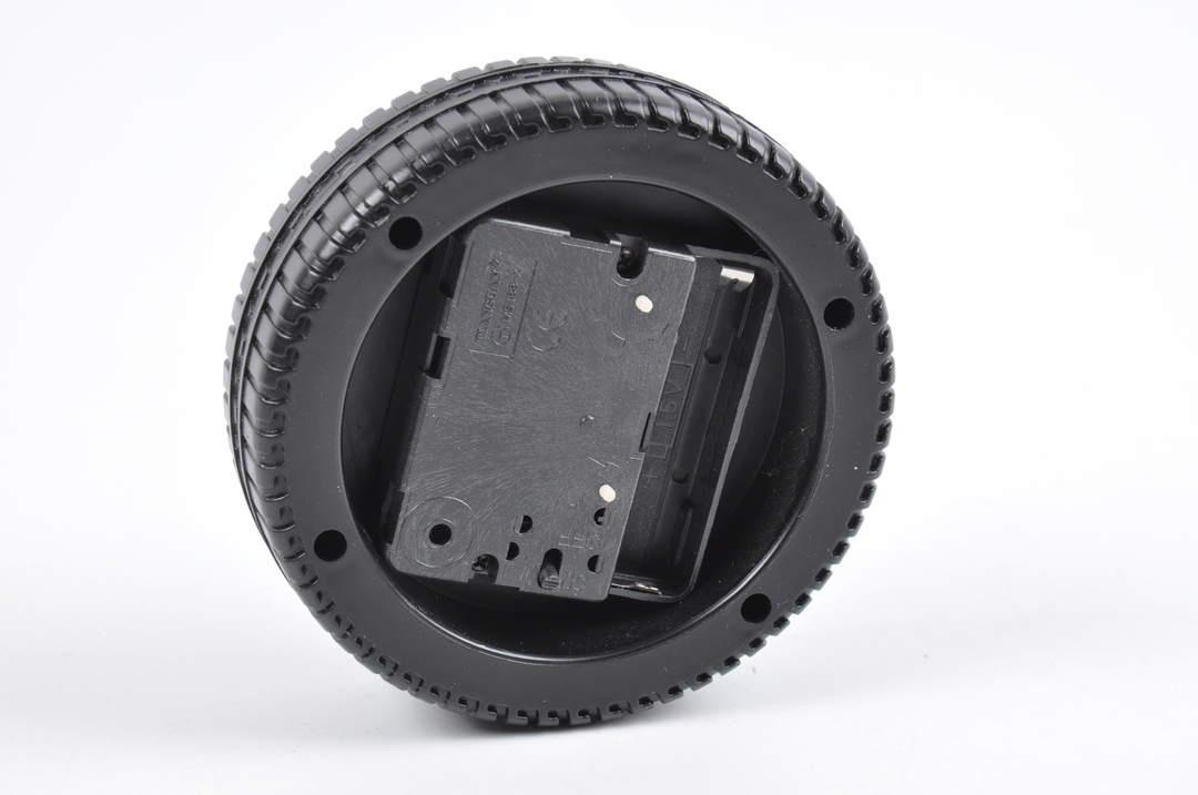 Analogový budík tvar pneumatiky