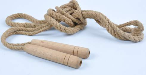 Švihadlo s dřevěnými rukojeťmi