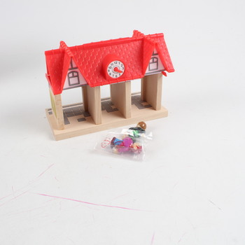Dřevěný domeček Eichhorn s hodinami