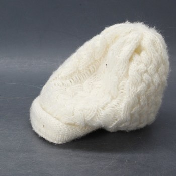 Zimní divčí čepice bílá pletená