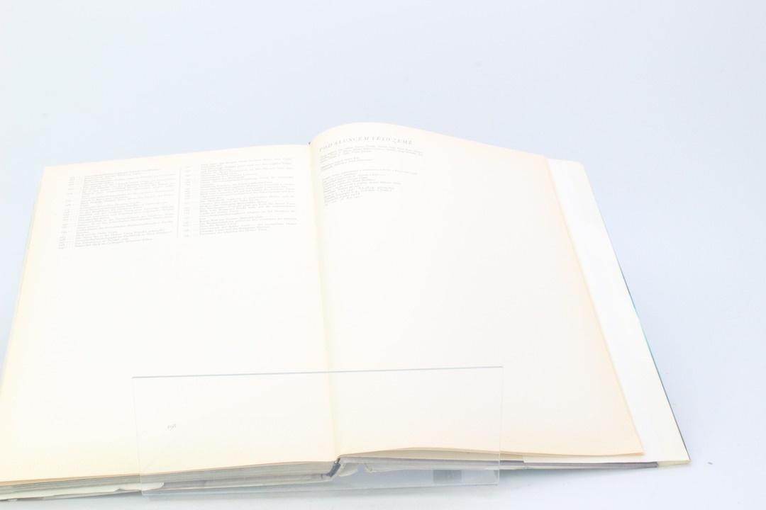 Kniha Václav Čtvrtek: Pod sluncem této země