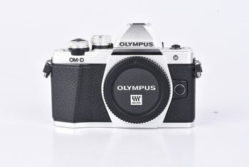 Kompakt Olympus OM-D E-M10 Mark II stříbrný