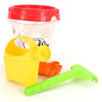 Plastové hračky v kyblíčku