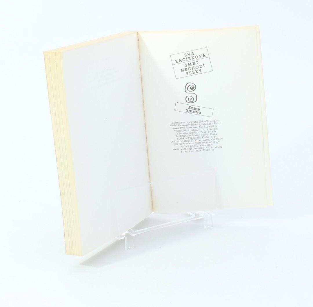 Kniha E. Kačírková: Smrt nechodí pěšky