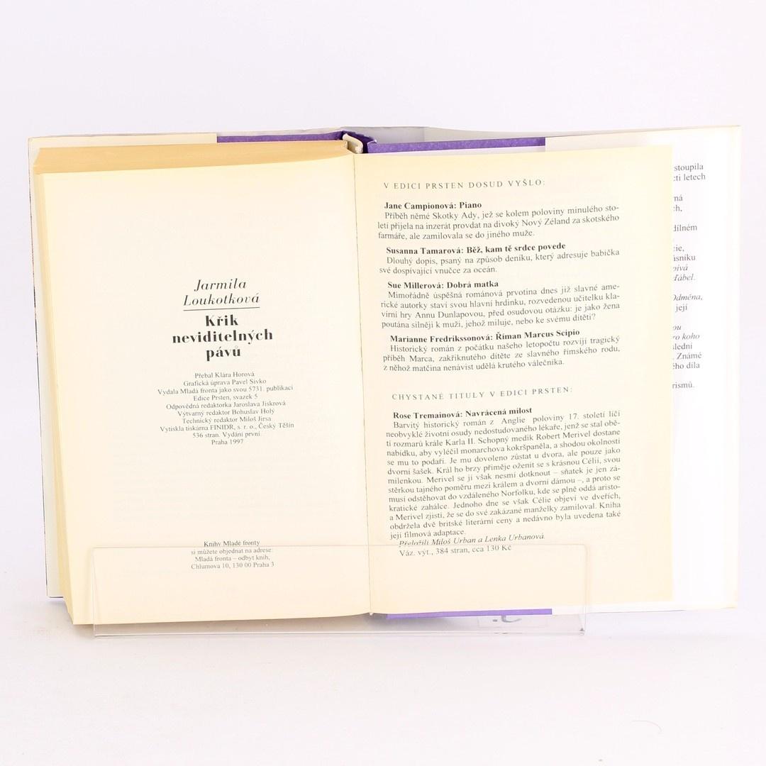 Kniha Křik neviditelných pávů
