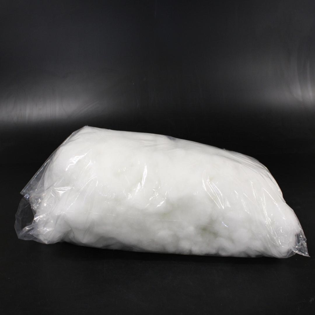 Bílá výplň z umělé látky do polštáře