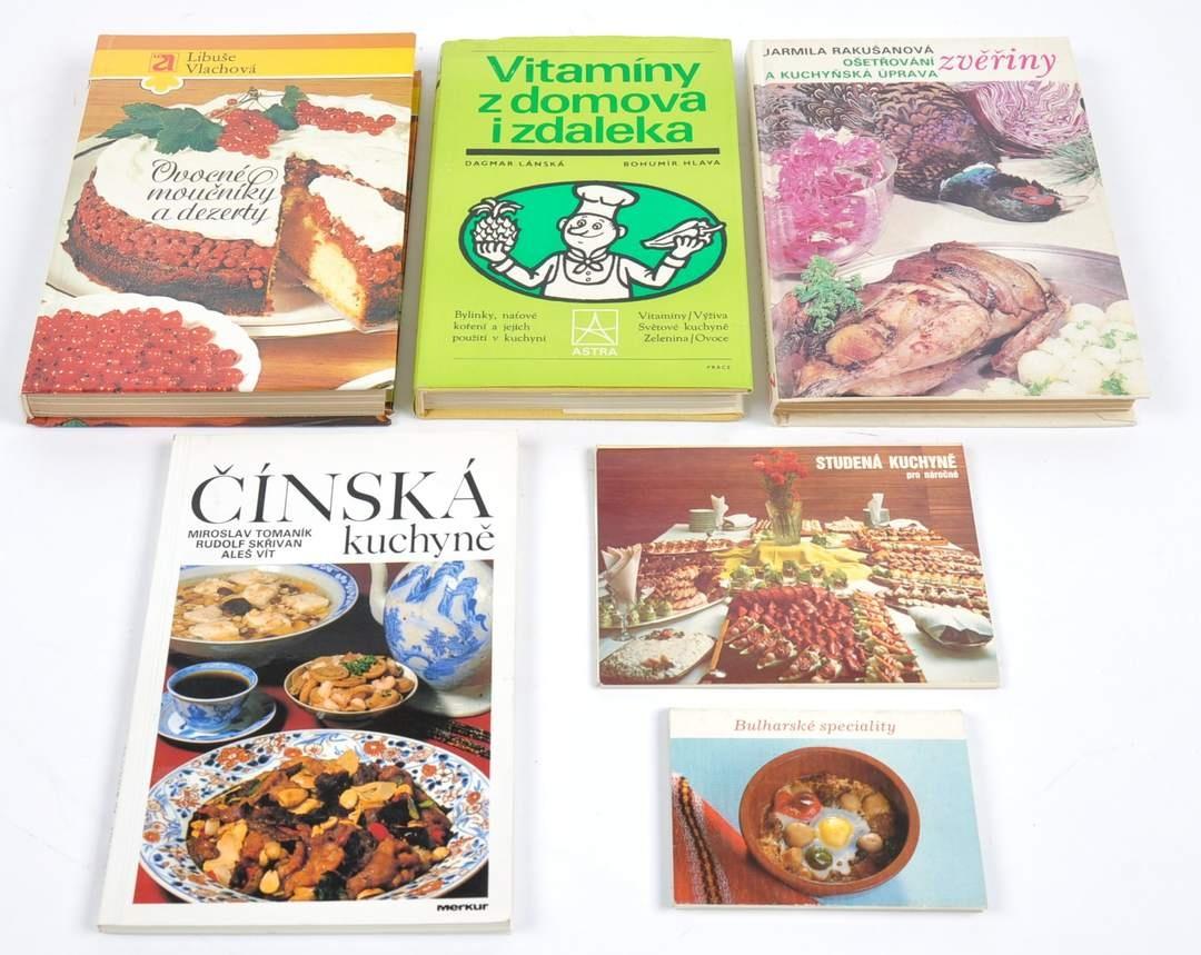 Knihy na kuchařské téma + pohlednice + leporelo