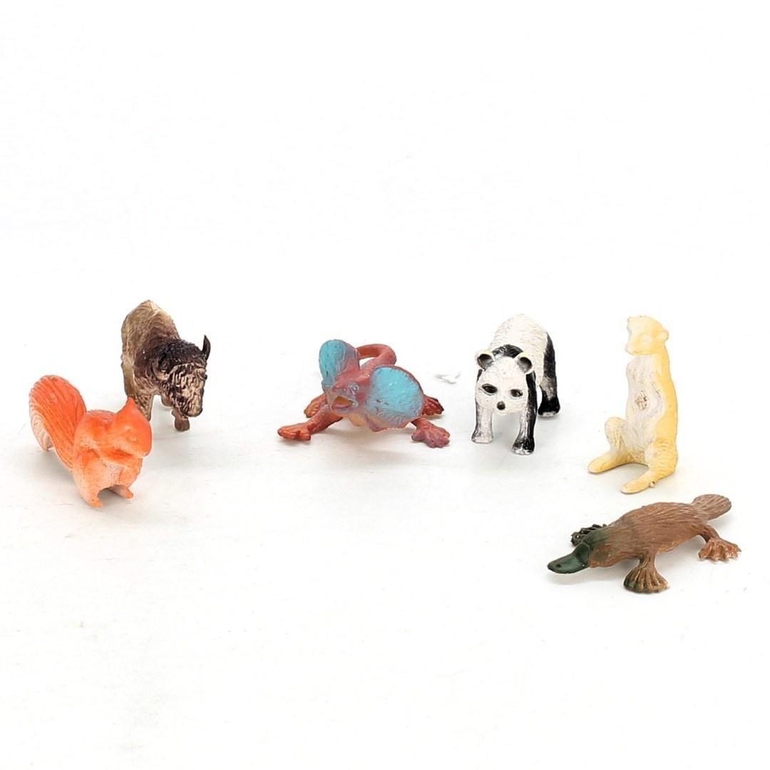 Plastová zvířátka