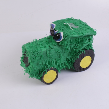 Papírový traktor na sladkosti