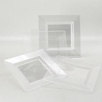 Plastové talíře čtverhranné
