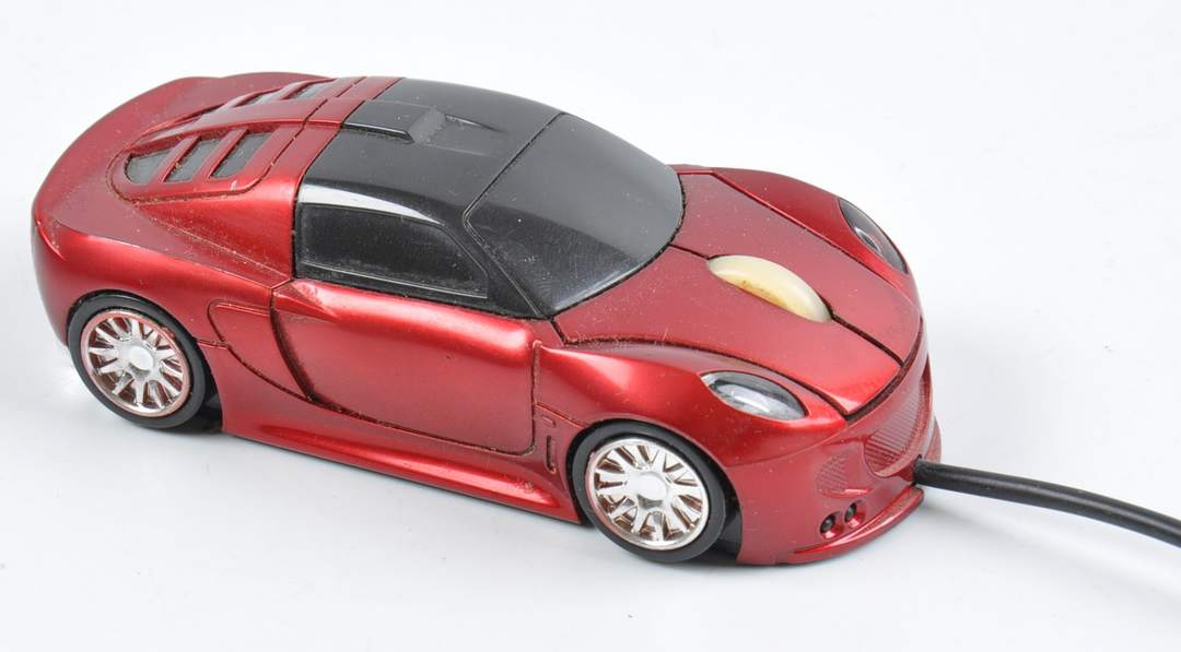 Optická myš červené autíčko