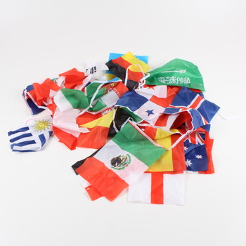 Vlajky různých zemí na girlandě